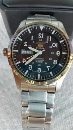 Seiko 5  Automatic Black Dial Men's Watch Made in Japan new